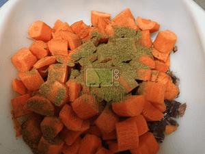 Aggiungere carote e cumino.